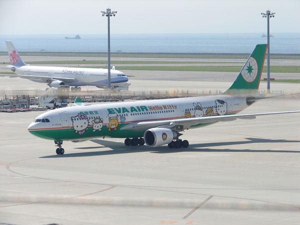 ハローキティが描かれた長榮航空の旅客機着陸之圖 ハローキティが描かれた長榮航空の旅客機着陸之圖