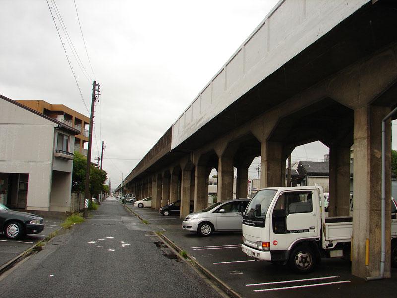 JR笠寺駅へと続く名古屋臨海鉄道高架橋之圖